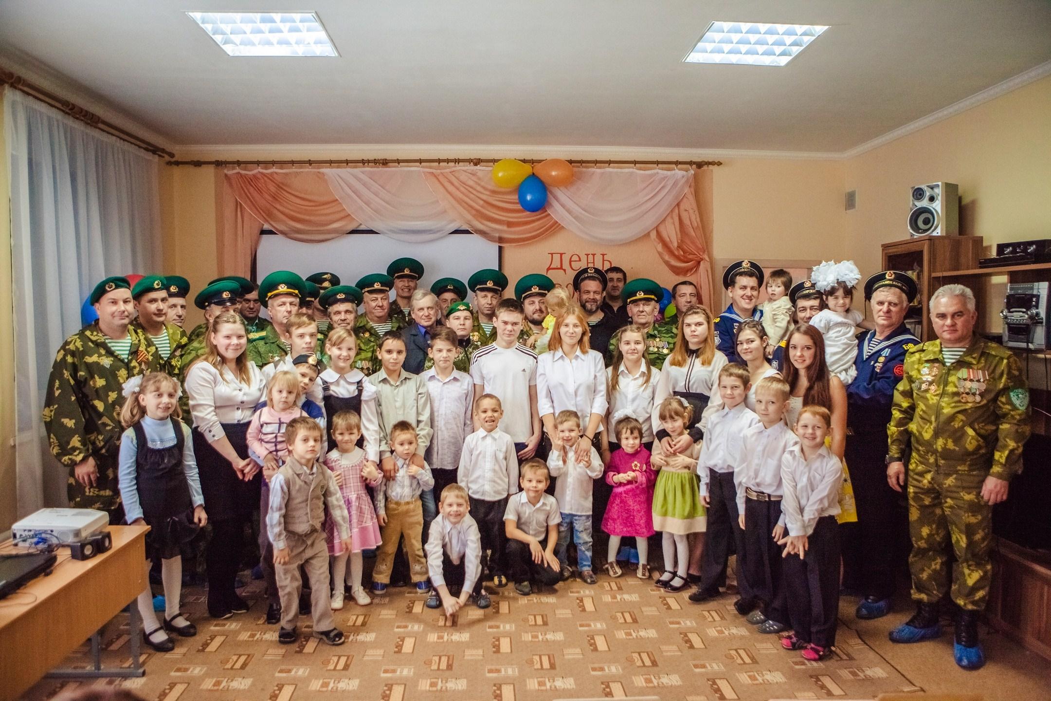Саратовские моряки и пограничники в гостях детского дома г.Балашов
